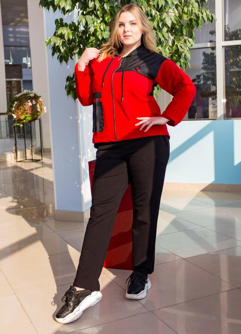Стильные и крутые спортивные костюмы для женщин 50+, которые смело можно носить куда угодно