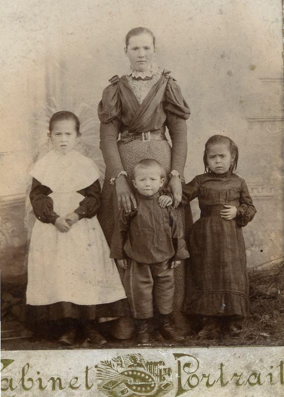Анфиса Овчинникова, 1903 г.