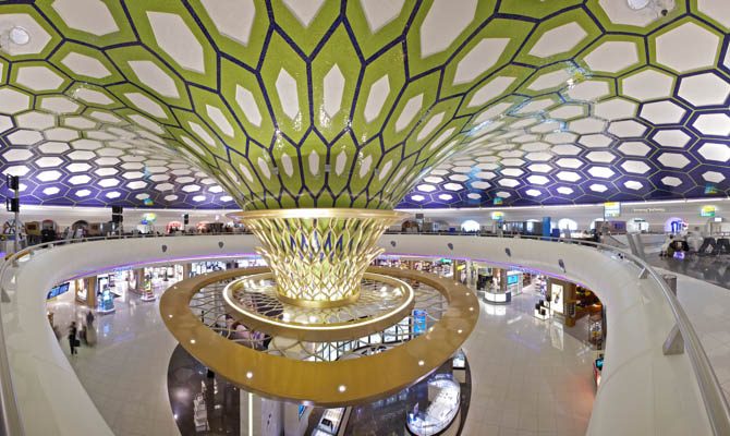 В аэропорту Абу-Даби начали получать электричество из пассажиров