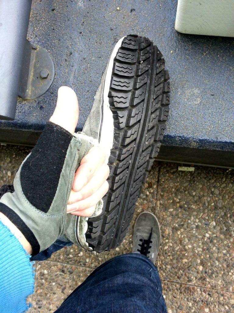 Не выбрасывайте шины! 10 крутых идей их использования!