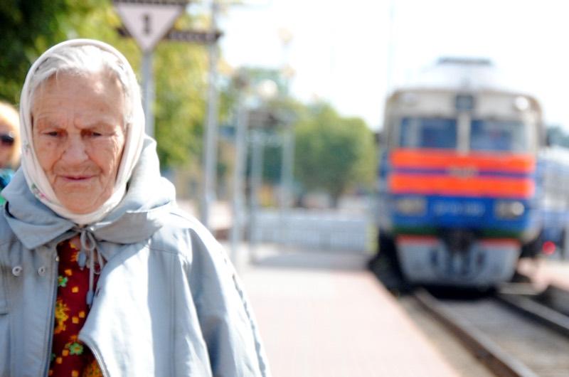 Хамоватая проводница орала на старушку и обещала ссадить ее с поезда