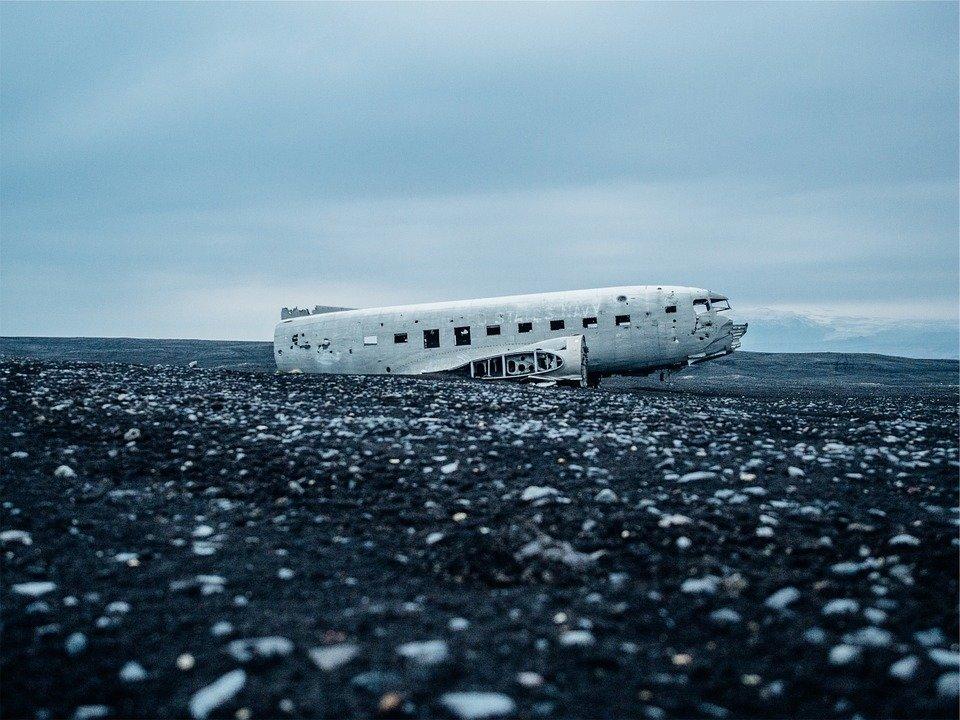 «Боинг-707» упал на жилой ра…