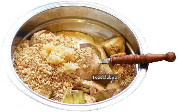 Чесночно-ореховый салат с баклажанами и перцем (этап 3)