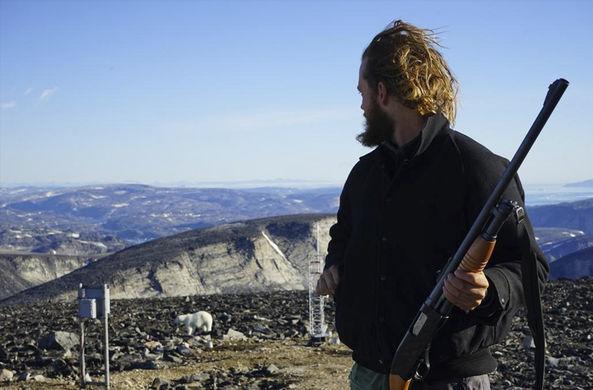 Канадец рассказал, как защищал арктическую станцию от белых медведей
