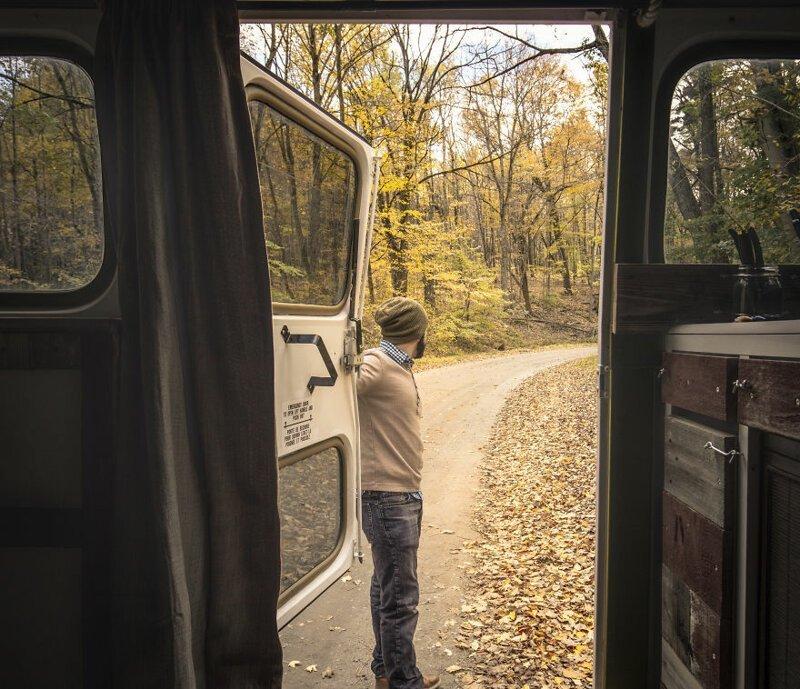Профессиональный фотограф переделал автобус в передвижную арт-студию