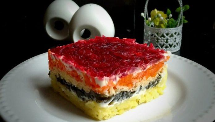 Яркий и вкусный салат «Ярмарка» с морской капустой