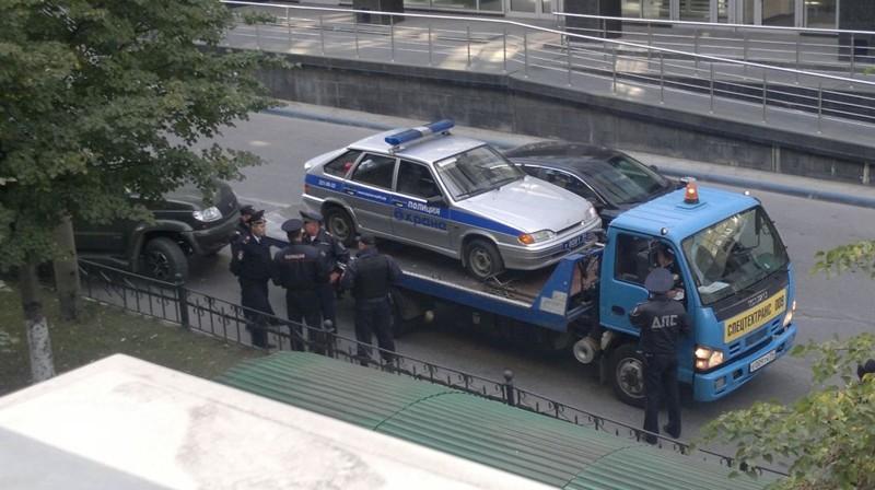 Полиция своих не бросает