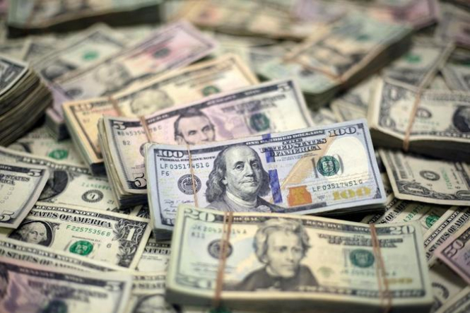 Трейдеры наращивают долларовые позиции, избегая рисковых активов