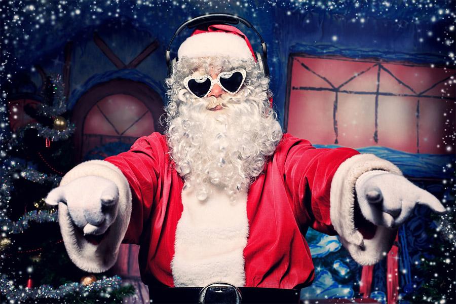 Ребёнок просит у Деда Мороза последний Айфон... что делать?