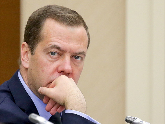 Медведев назвал Трампа марионеткой