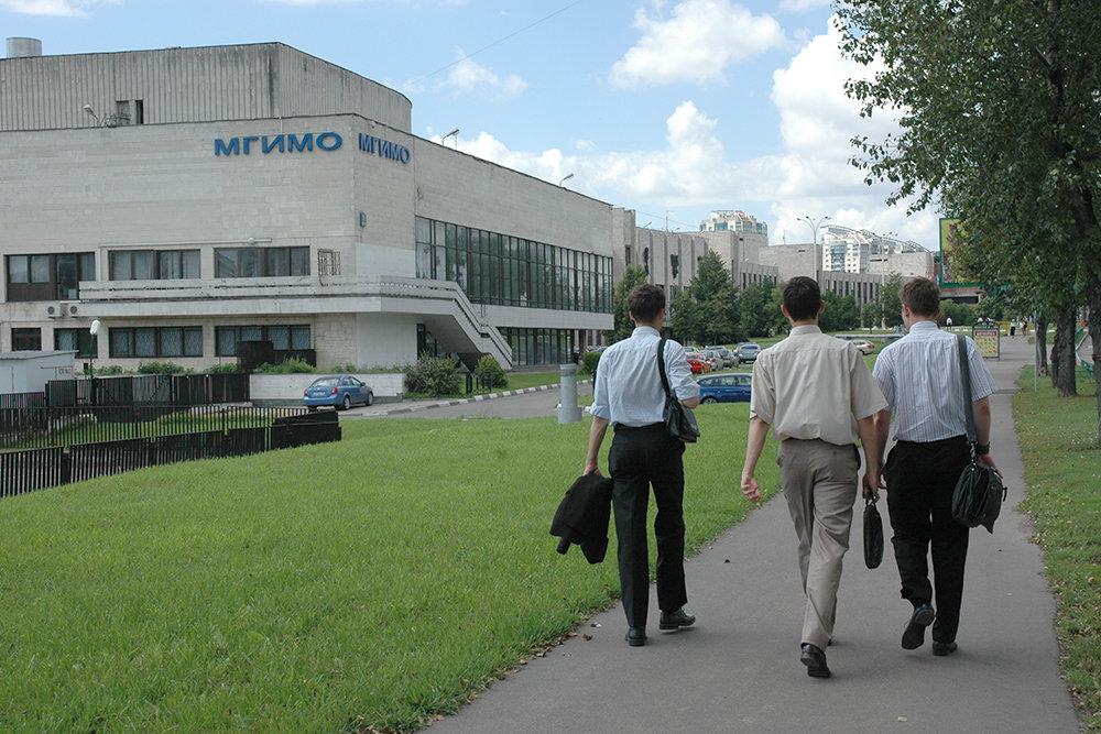 У школьников появился шанс поступить в МГИМО по льготе