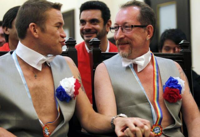 фото знаменитых геев