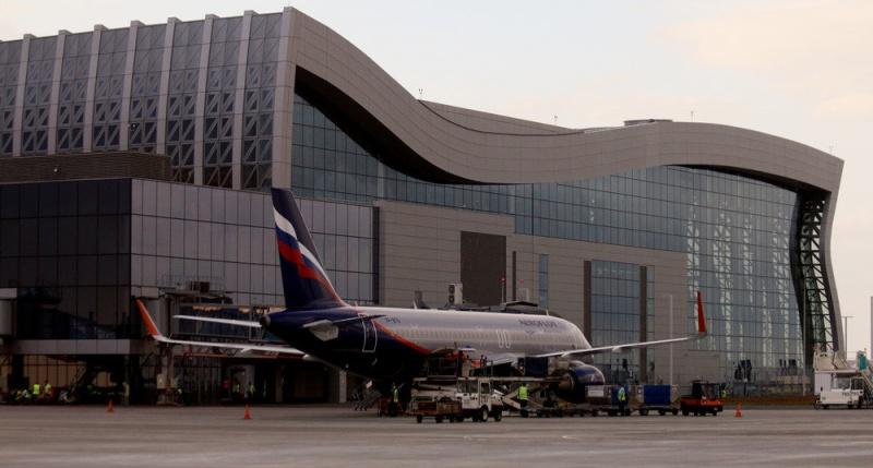 Аэропорт Айвазовского. А картинная галерея — Гагарина?