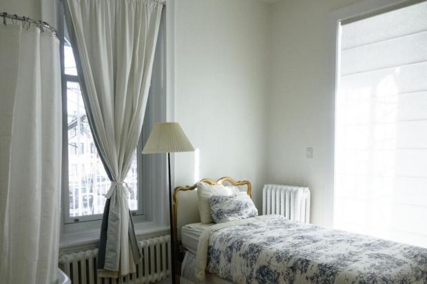 Шторы для спальни: советы дизайнеров для обустройства территории сна и отдыха