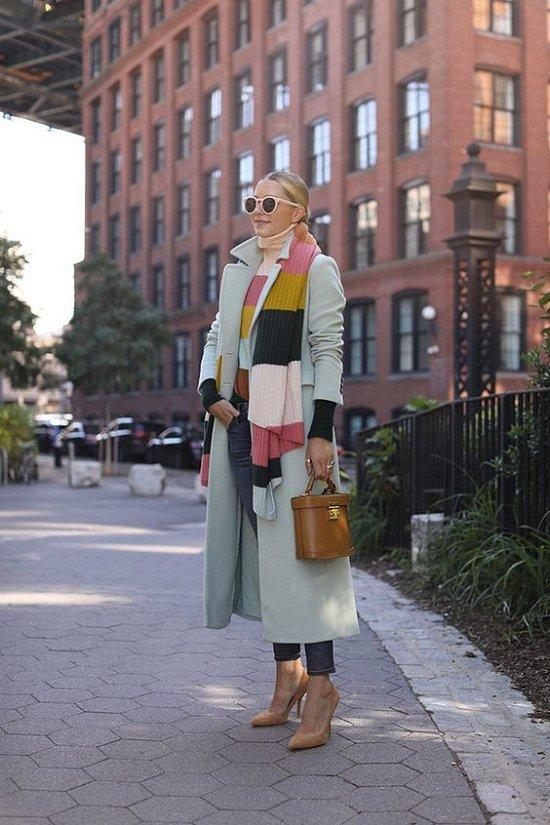 35 идей, как носить шарф в этом сезоне фото №13