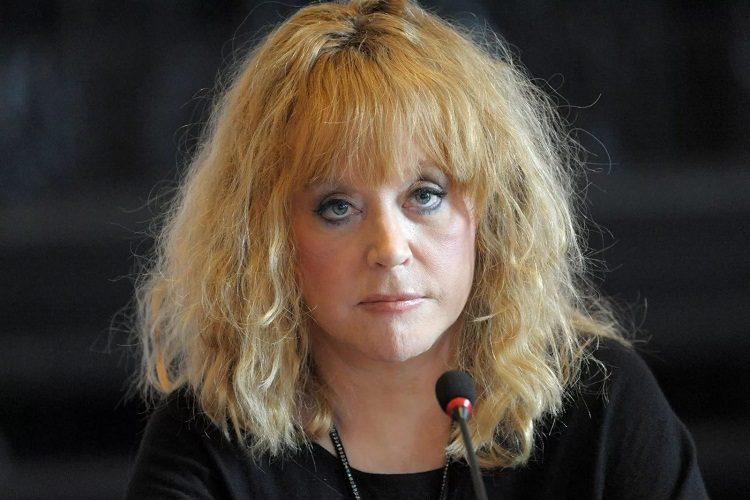 Поклонники не узнали Пугачеву без макияжа