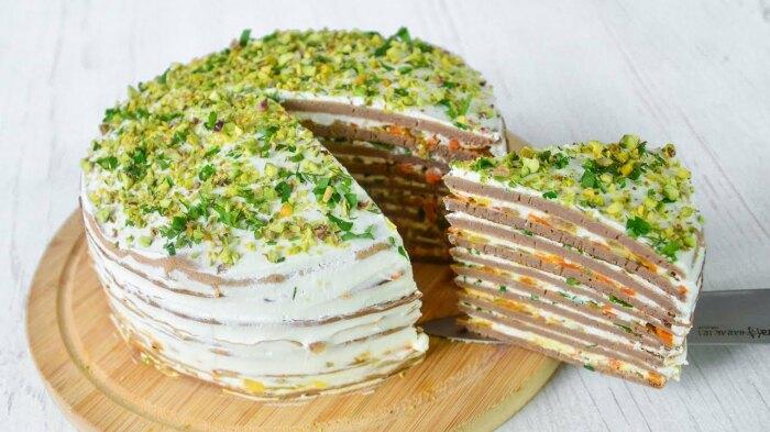 Вафельный печёночный торт.  Фото: youtube.com.