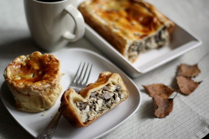 Пирог с курицей и грибами.  Фото: eda.ru.