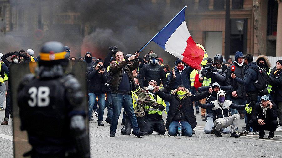 Во Франции объявлена мобилизация
