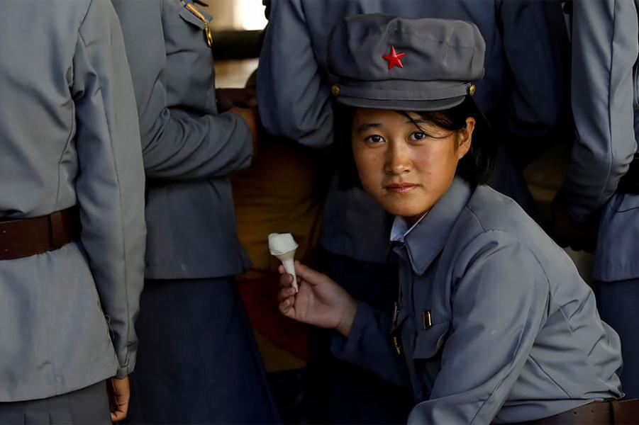 Северная Корея. Военизированная. Но, кажется, довольная
