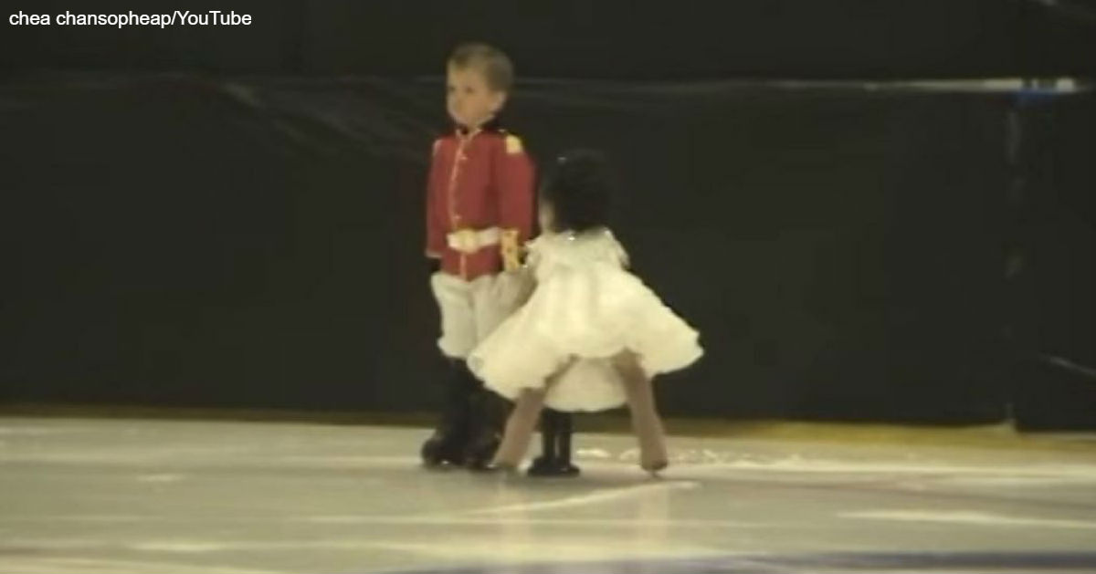 4-летние близнецы вышли на лед, чтобы иÑполнить ″Щелкунчика″. Вот что вышло