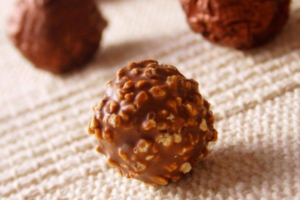 Шоколадные конфеты с орехами и сгущенкой