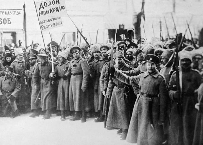 Андрей Фурсов : в момент прихода Николая II запад имел 20–30% капитала в России, а  к сентябрю 1917-го — 90–95%.