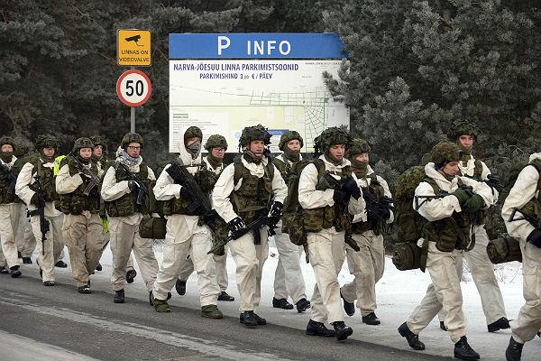 Солдаты НАТО выгнали эстонских призывников из казарм в палатки