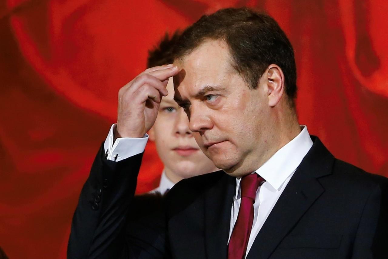 Медведев прокомментировал подорожание бензина