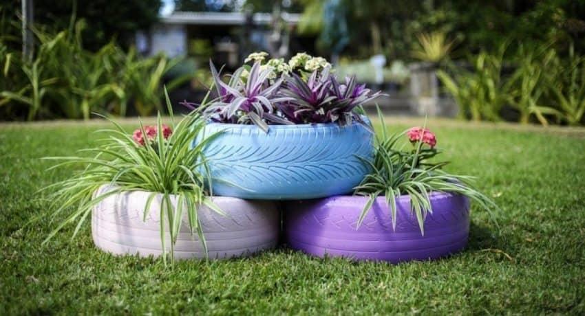 Чтобы организовать красивый цветник из покрышек, их достаточно будет и трех единиц