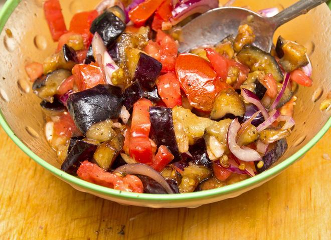 летний салат из баклажанов