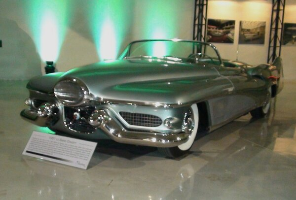 Buick Le-Sabre 1951 Автор: Tino Rossini — Flickr: LeSabre Concept, CC BY 2.0, https://commons.wikimedia.org/w/index.php?curid=16983383