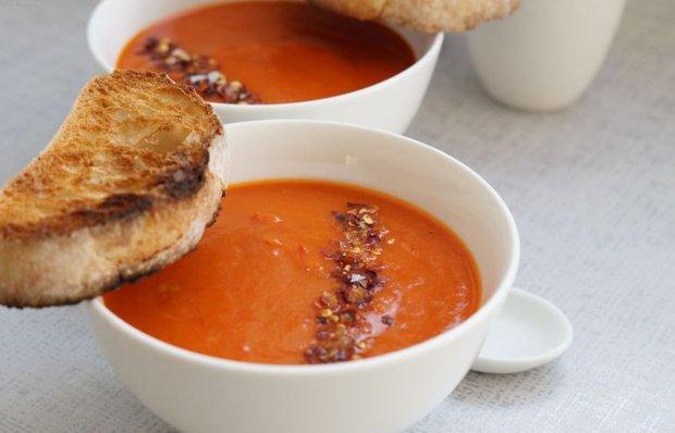 Пряный мексиканский суп с красным перцем
