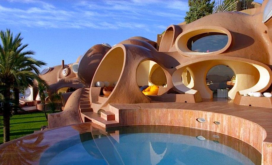 «Дворец пузырей» Пьера Кардена на французском побережье