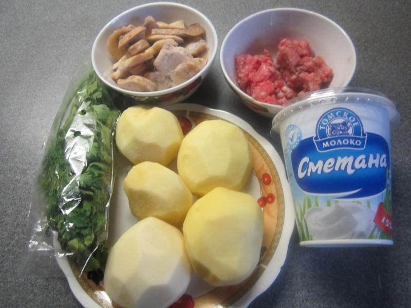 Картошка с фаршем и грибами на сковородке