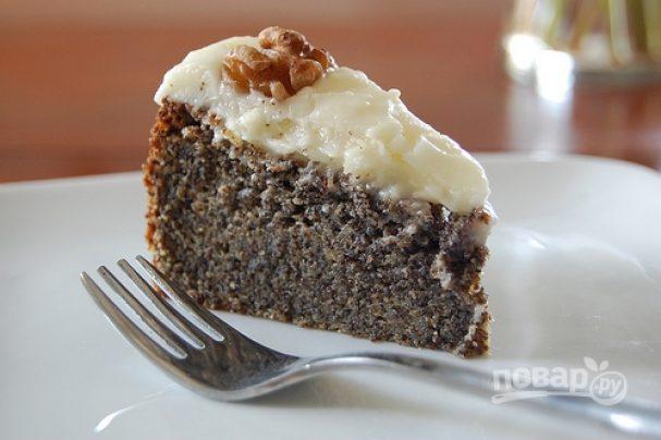 Маковый пирог с черносливом и орехами