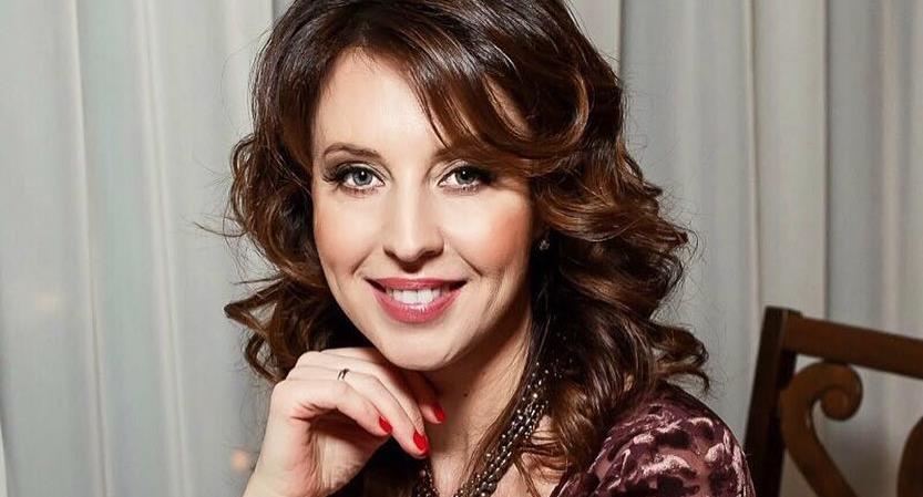 Наталья Сенчукова показала идеальное тело в полосатом бикини
