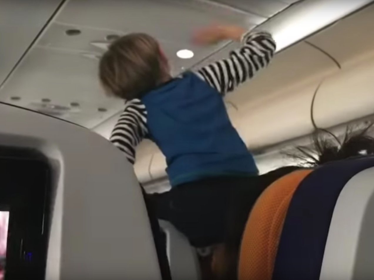 Ребенок кричал 8 часов подряд и свел весь самолет с ума