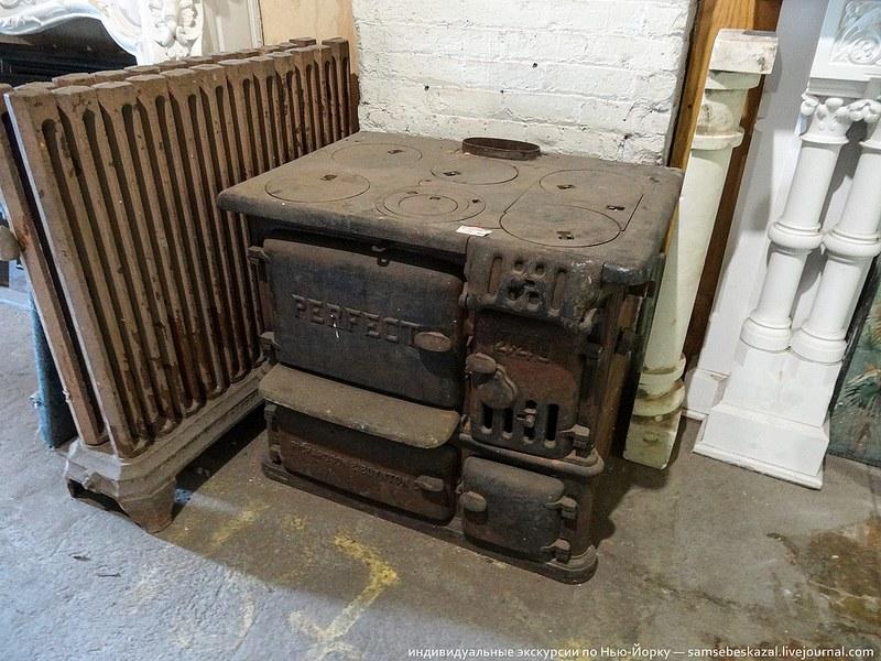 Интересная чугунная печь-плита, работающая на дровах или угле