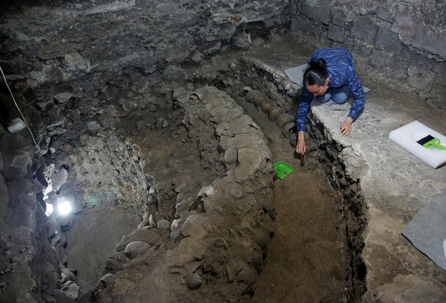 Археологи обнаружили под центром Мехико башню из черепов