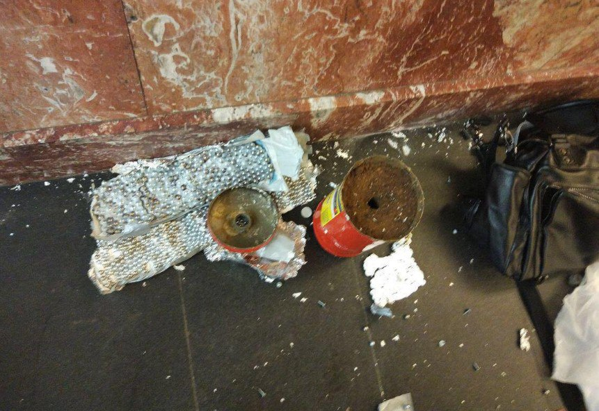 В Питере вчера отключали сотовую связь, чтобы не сработала вторая бомба
