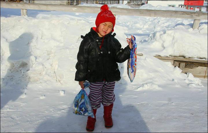 Маленькая героиня —  девочка 6 часов шла по морозной тайге за подмогой. Ей не было и 5 лет