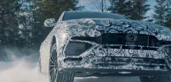 Кроссовер Lamborghini Urus продемонстрировал свои способности на снегу