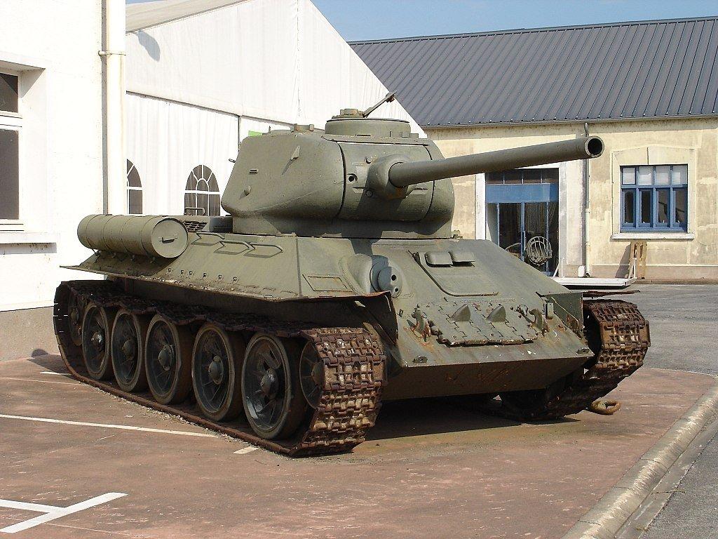 Эшелон с танками Т-34, получ…