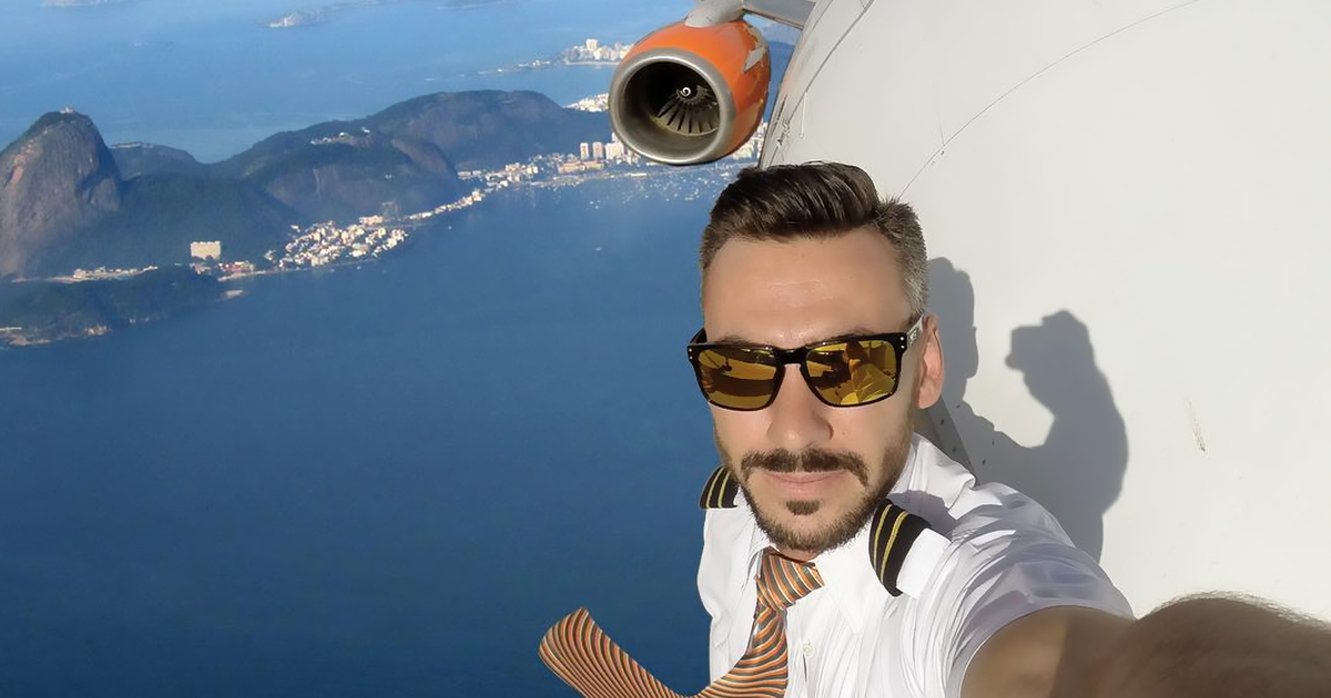 Pilot's Dangerous Mid-Flight Selfies Go Viral, But Turns Out They're Not As Risky As Many Thought