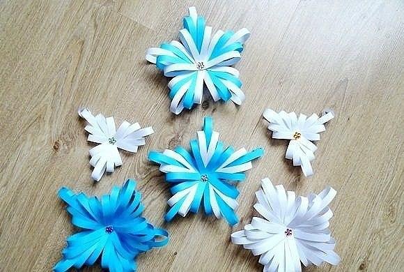 Снежинка из полосок бумаги объемная своими руками