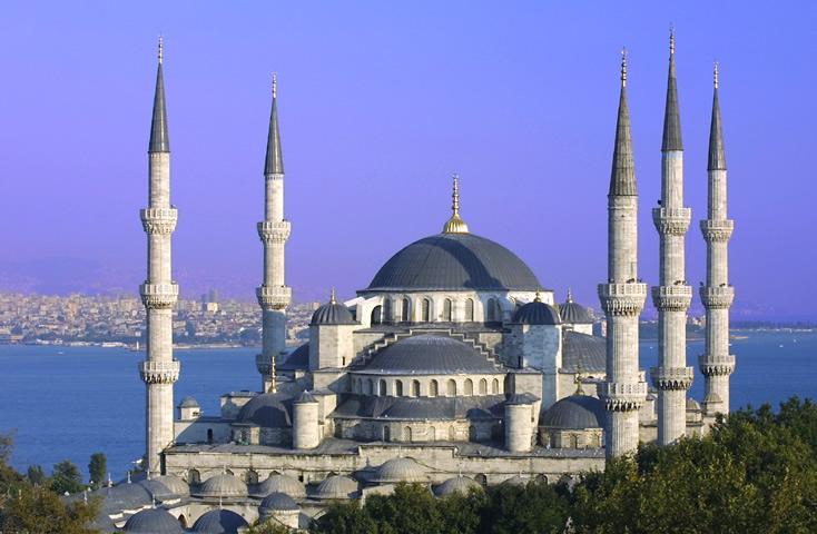В Стамбуле неизвестный открыл стрельбу в мечети