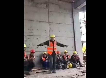 Когда у мужиков на стройке перерыв