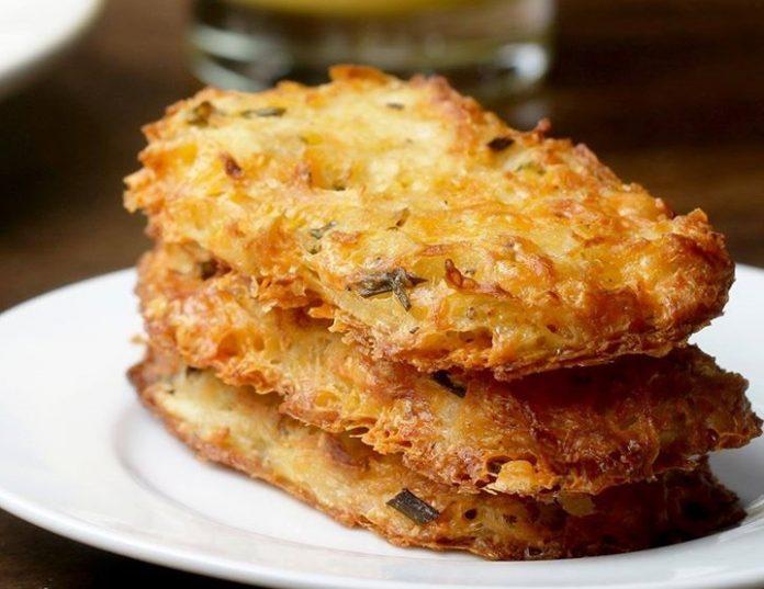 Замечательные сырно-картофельные пирожки, запеченные в духовке