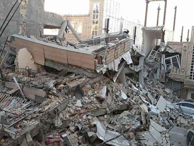 Число жертв землетрясения в Иране и Ираке превысило 450 человек